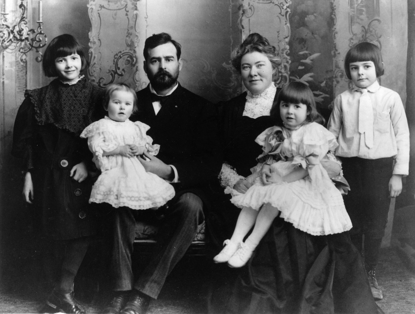 Hemingway, far right, with his family, 1905.